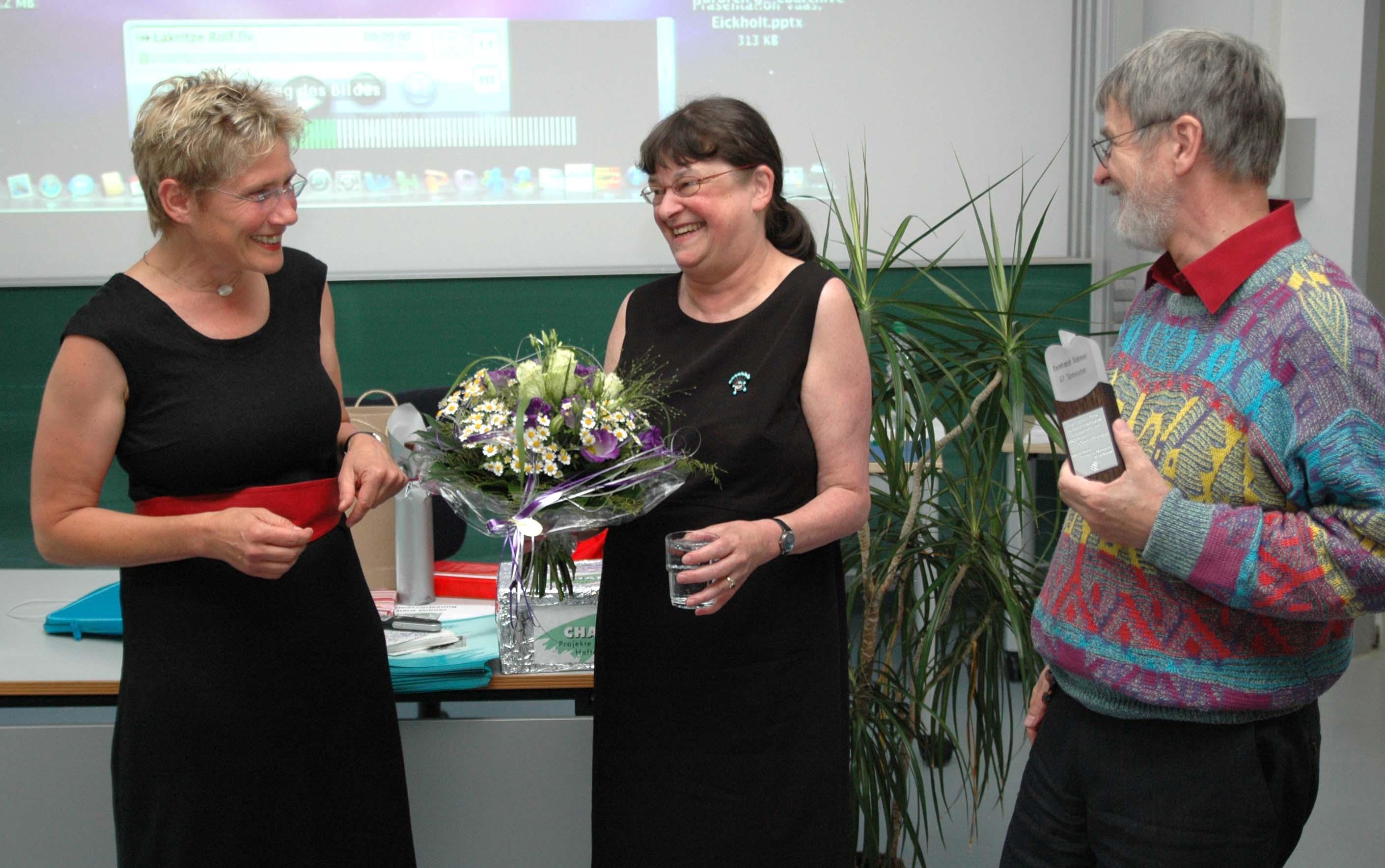 Dekanin Prof. Dr. Petra Teitscheid, Prof. Volmer mit Ehefrau.