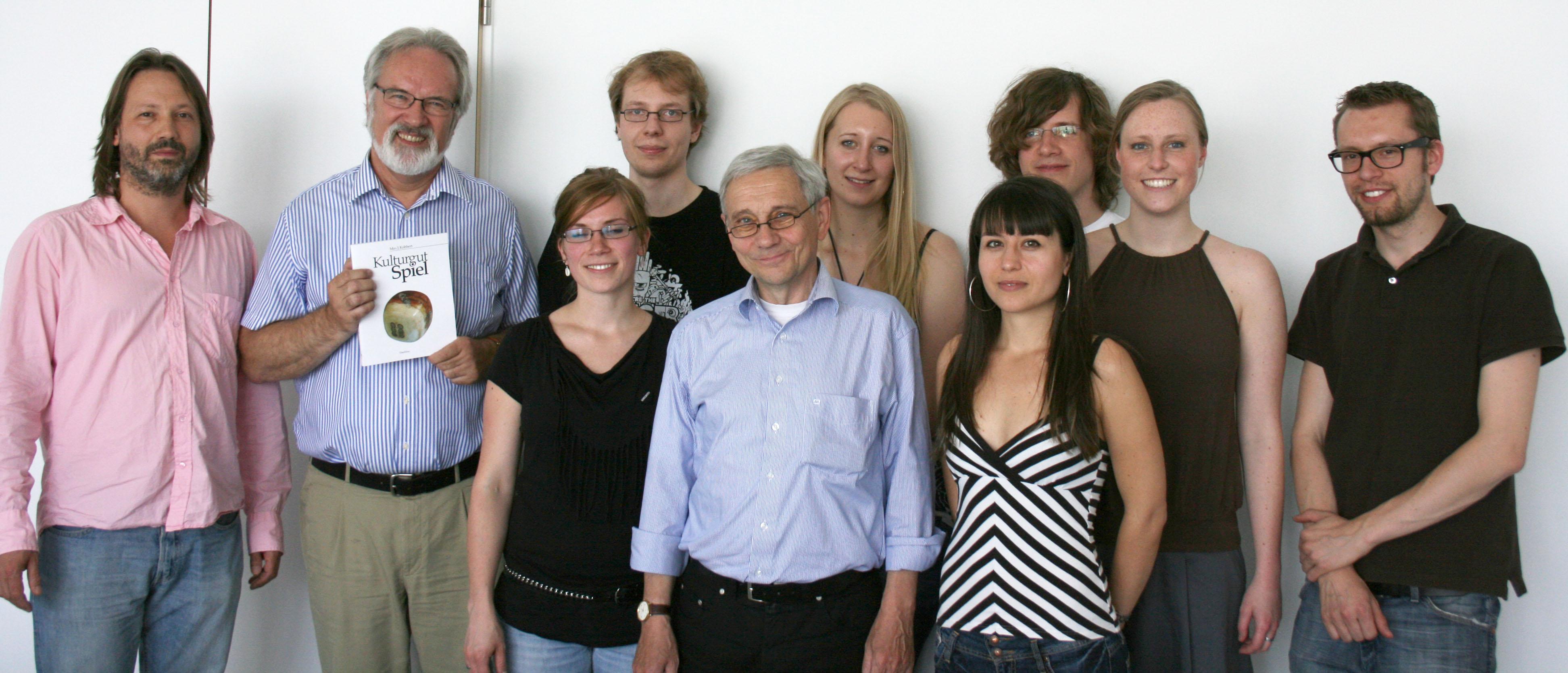 Diplom-Designer Paul Plattner-Wodarczak,  Prof. Dr. Max Kobbert und die studentische Projektgruppe
