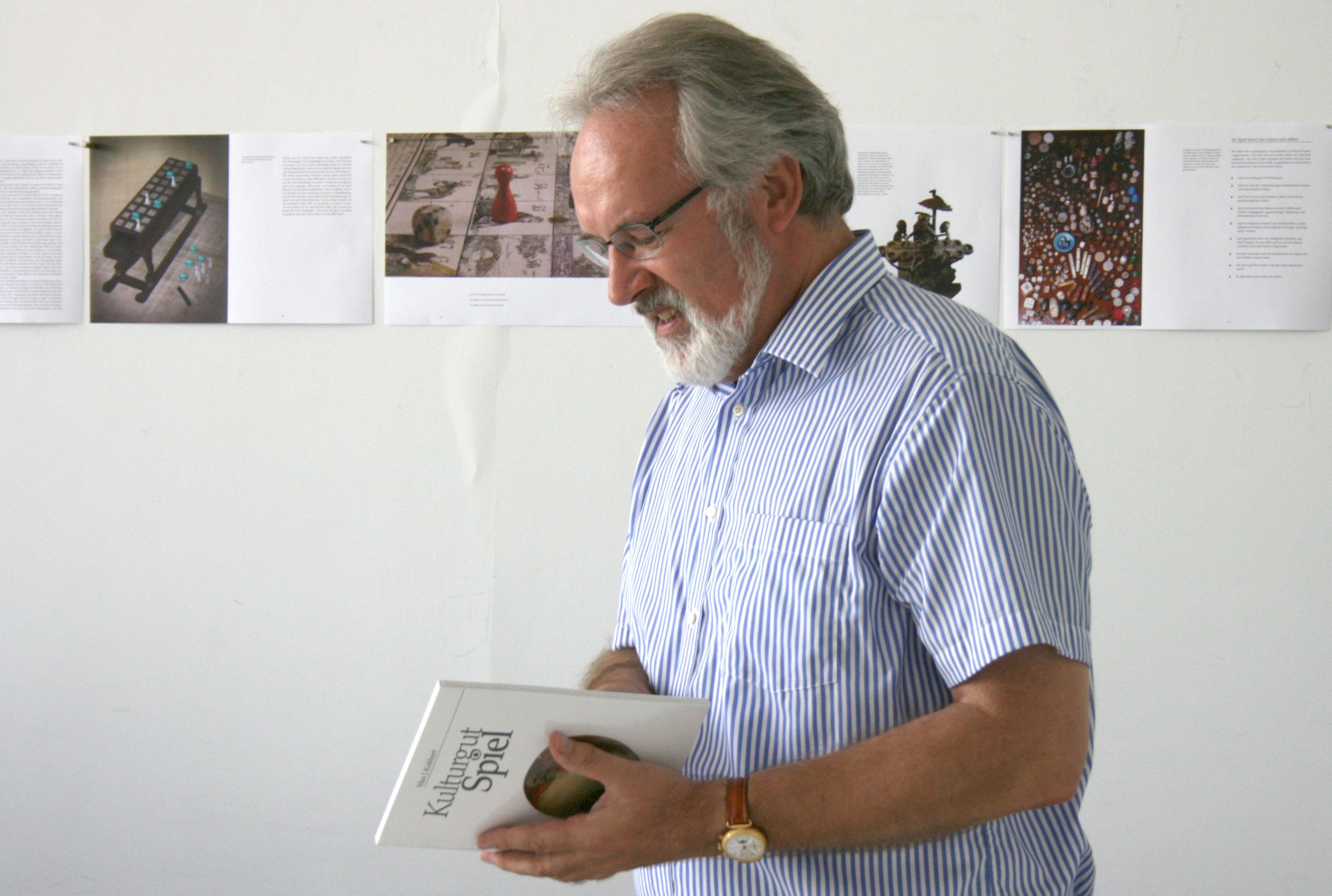 Prof. Dr. Max Kobbert und das Buch
