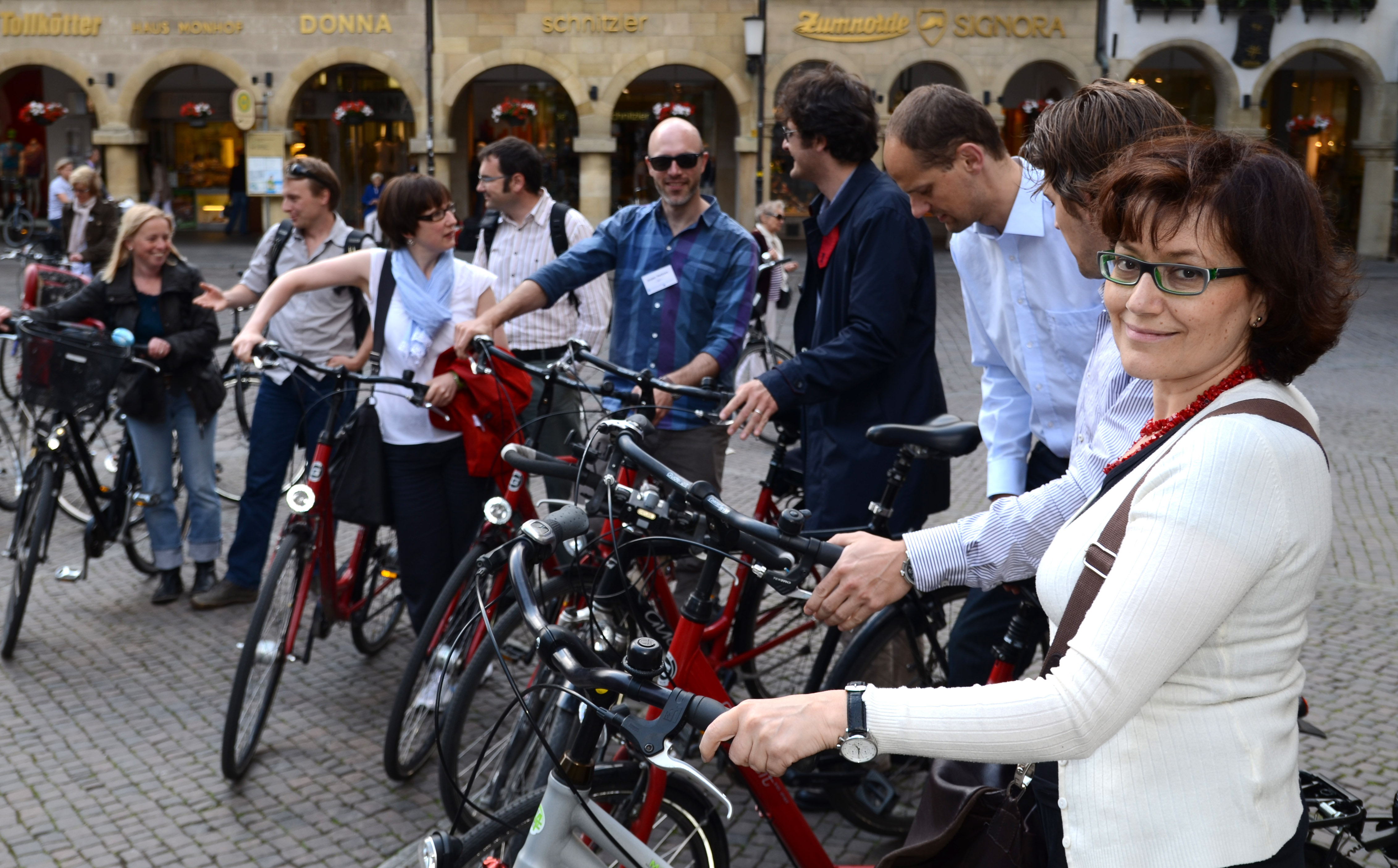 Gruppe mit Fahrrädern