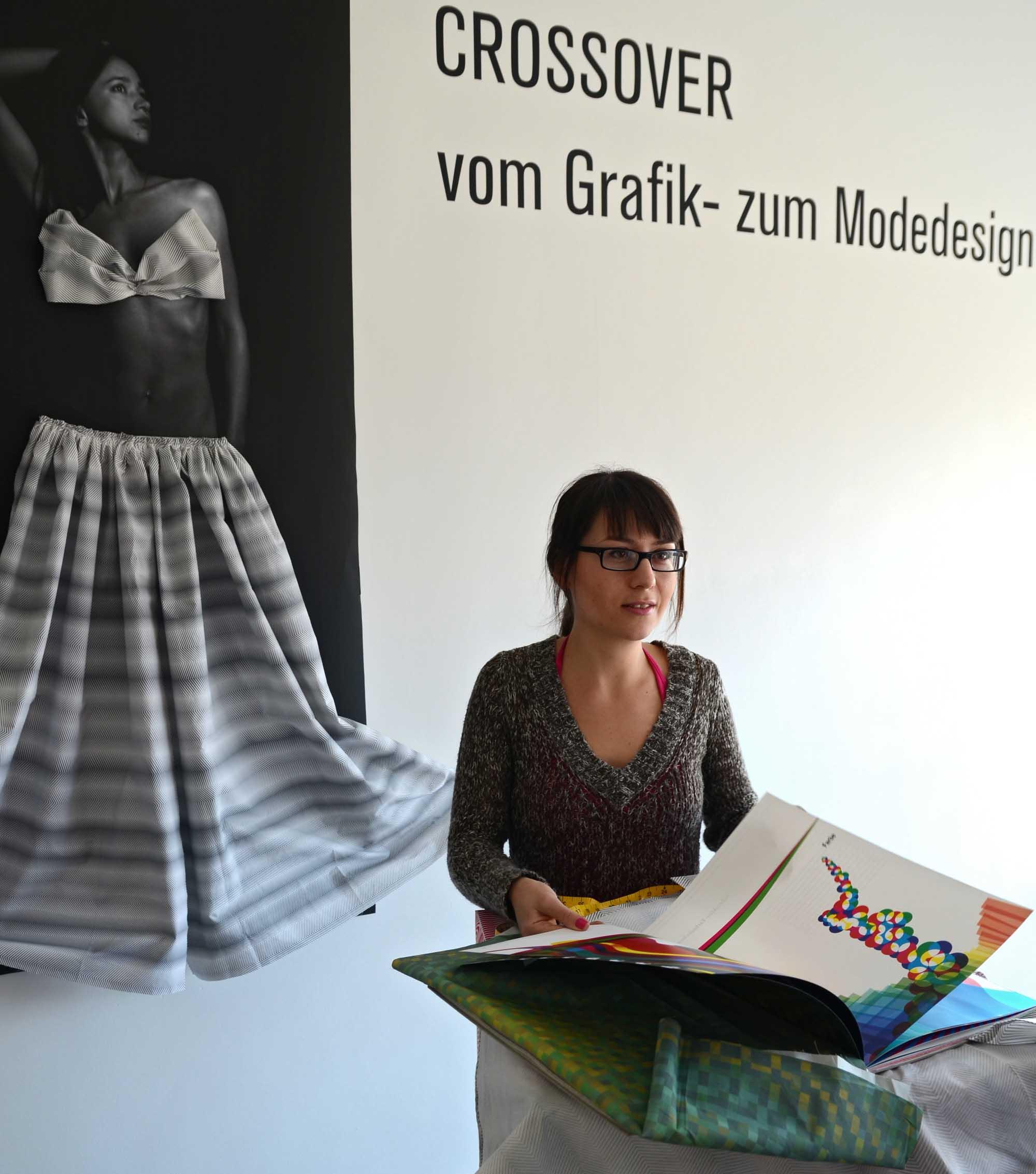 """Experimentell: Magdalena Petkova zeigt in ihrem Buch """"Crossover. Vom Grafik- zum Modedesign"""" interessante Phänomene der grafischen Gestaltung als Ideengeber für Stoffmuster."""