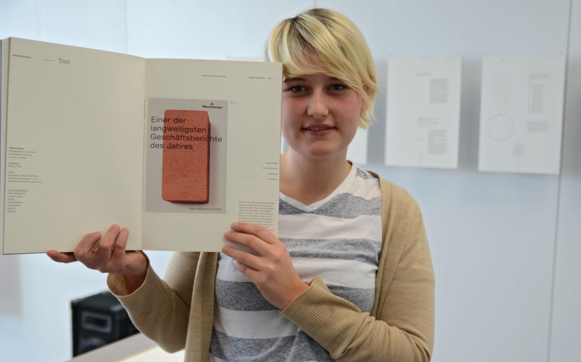"""Vertraut: Katharina Ripperda interessieren die Kriterien für visuelle Vertrauenswürdigkeit; im Buch """"Traute"""" stellt sie diese für Geschäftsberichte zusammen."""