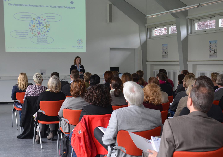 """Zur Auftaktveranstaltungen von """"Pluspunkt"""" waren zahlreiche Vertreter der Fachbereiche, Einrichtungen und Verwaltung der FH Münster gekommen. (Foto: FH Münster/Pressestelle)"""