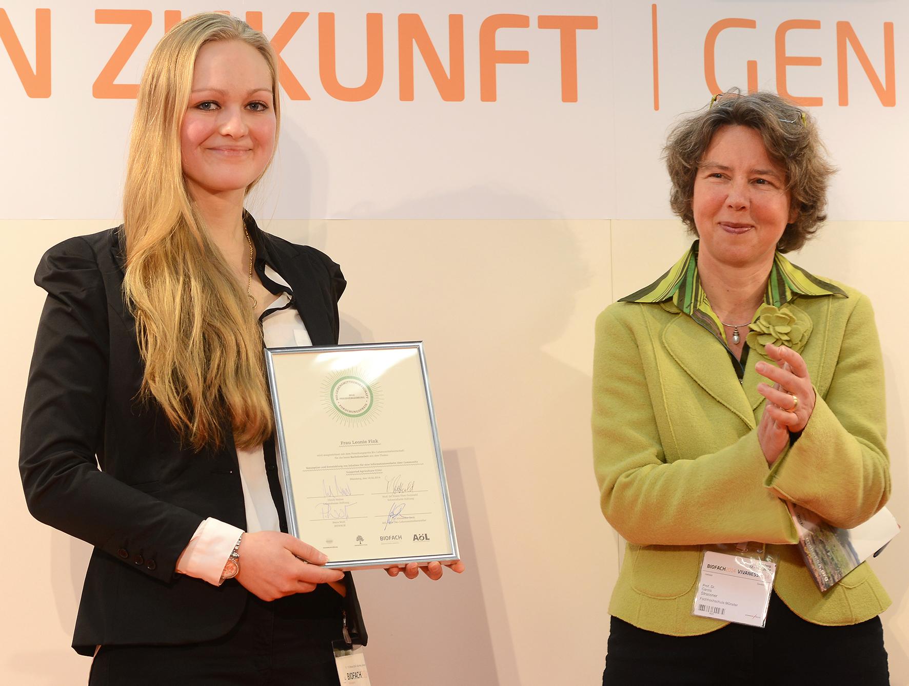 Prof. Dr. Carola Strasser und Leonie Fink