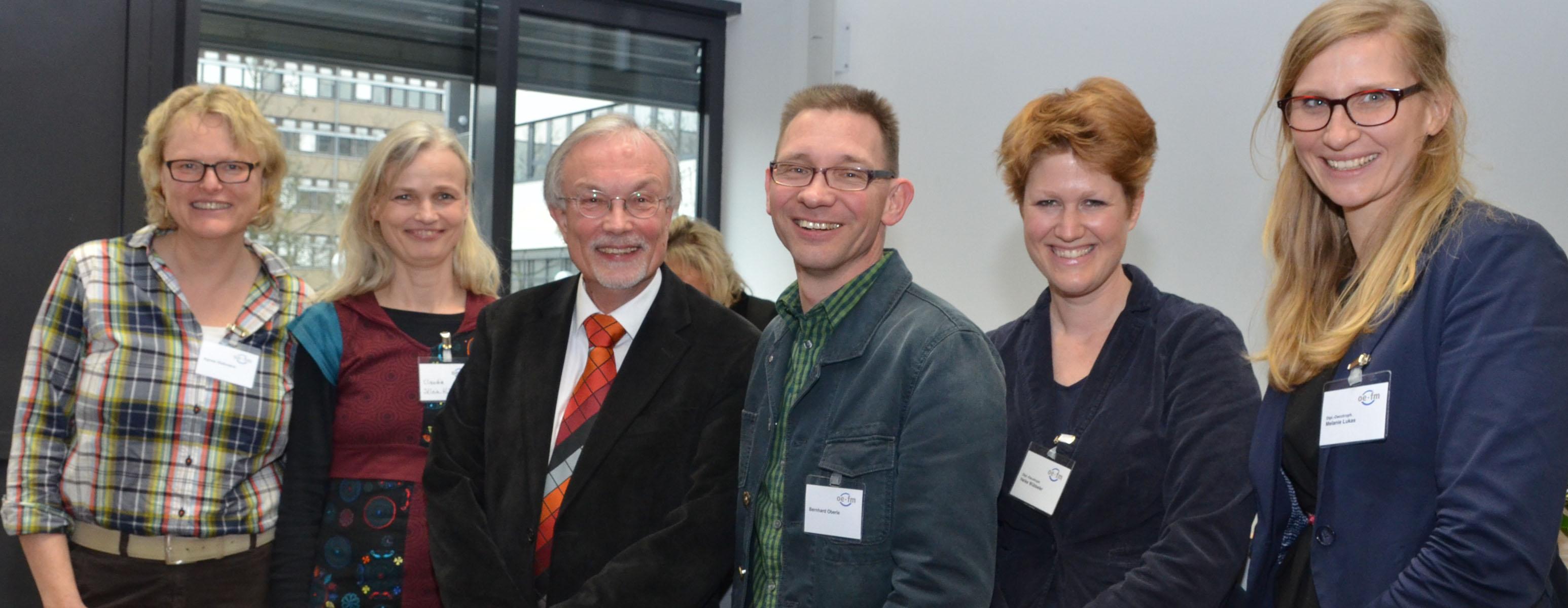 Prof. Dr. Jan Jarre mit ehemaligen Absolventen