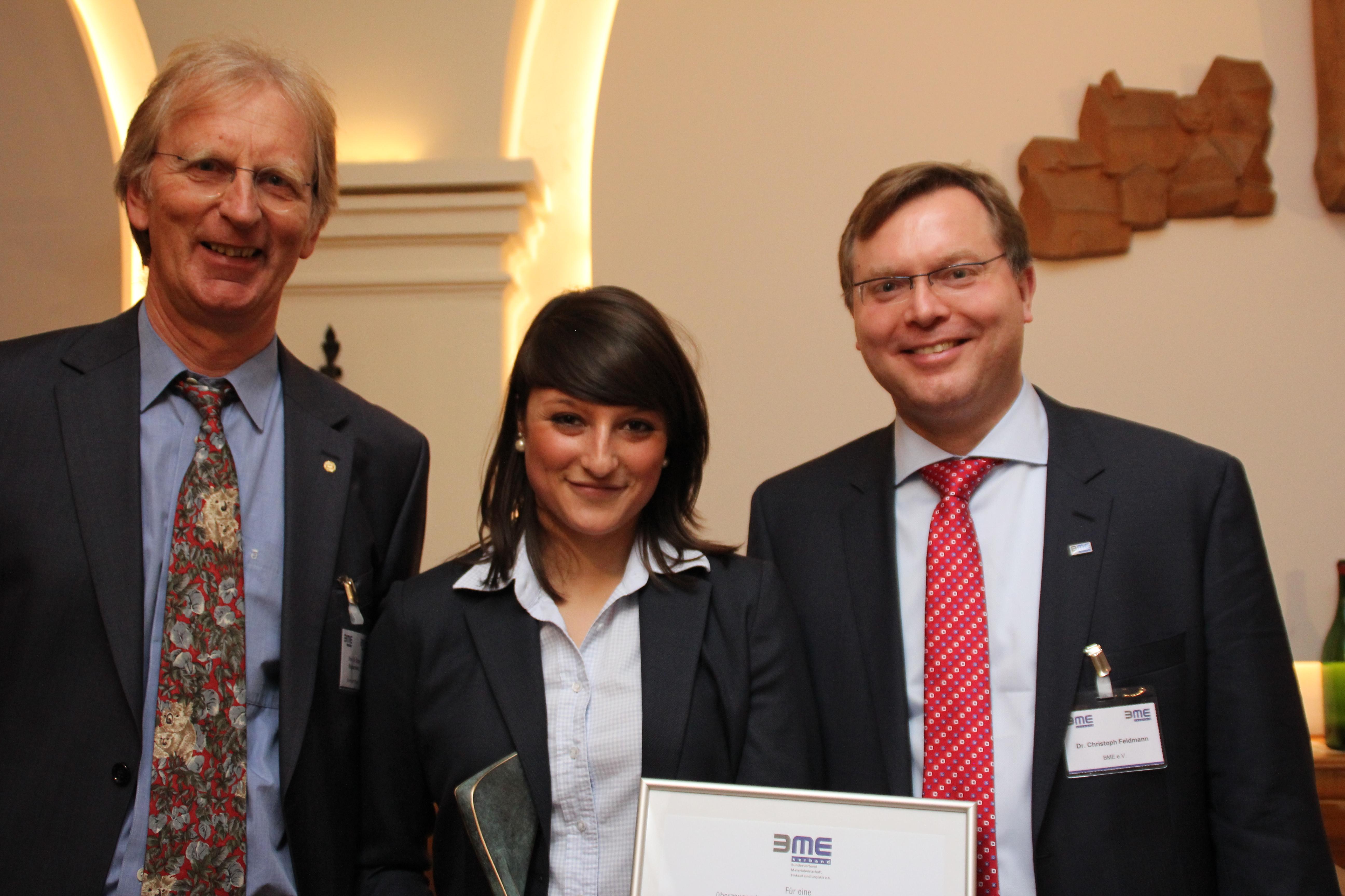 Prof. Dr. Ronald Bogaschewsky (Mitglied des wissenschaftlichen Beirats des BME-Bundesvorstands), Melissa Skender (FH Münster) und BME-Hauptgeschäftsführer Dr. Christoph Feldmann. (Foto: Ursel/BME)