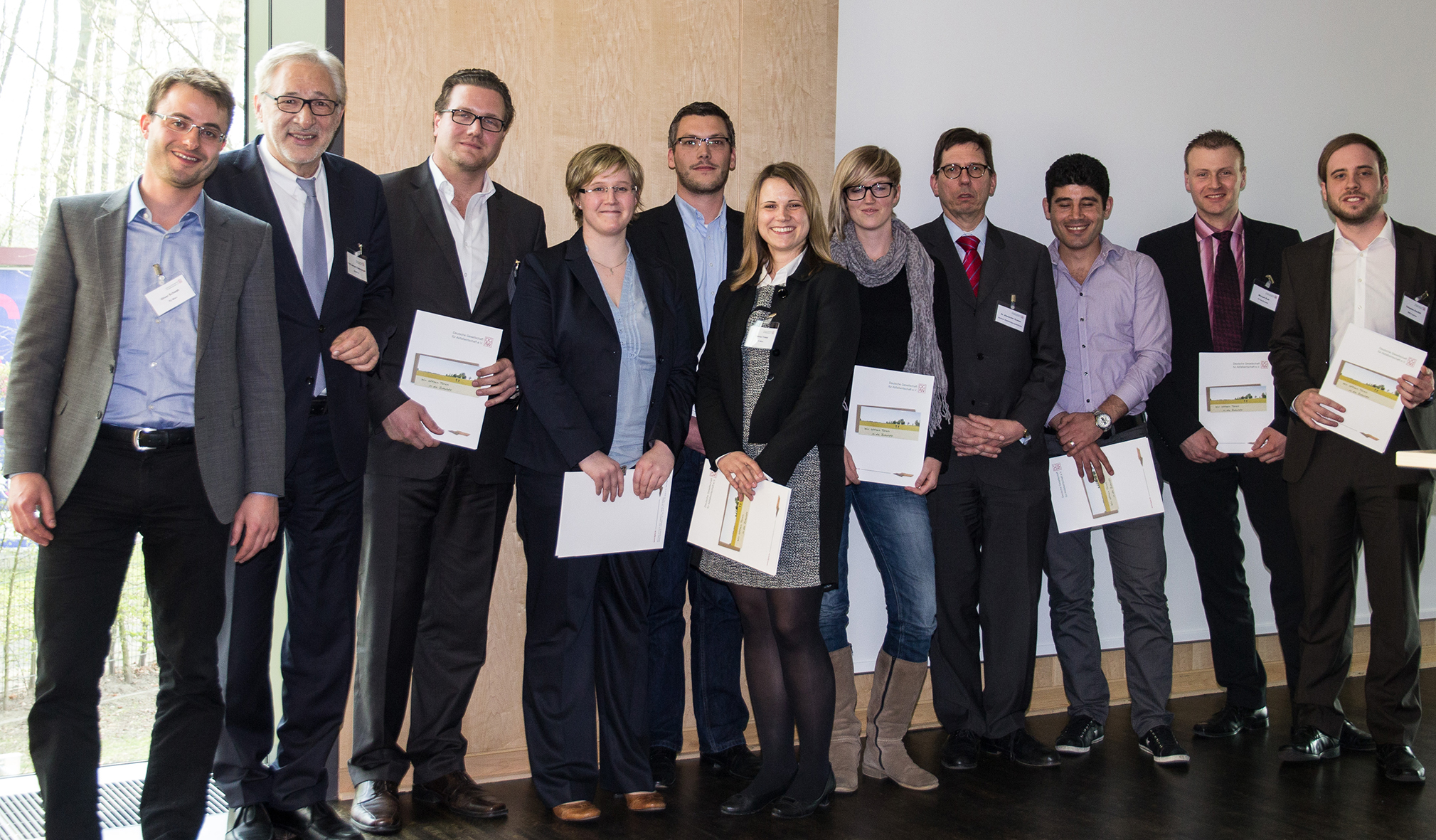 DGAW-Vorstandsmitglied Prof. Dr. Gerhard Rettenberger und die prämierten Teilnehmer