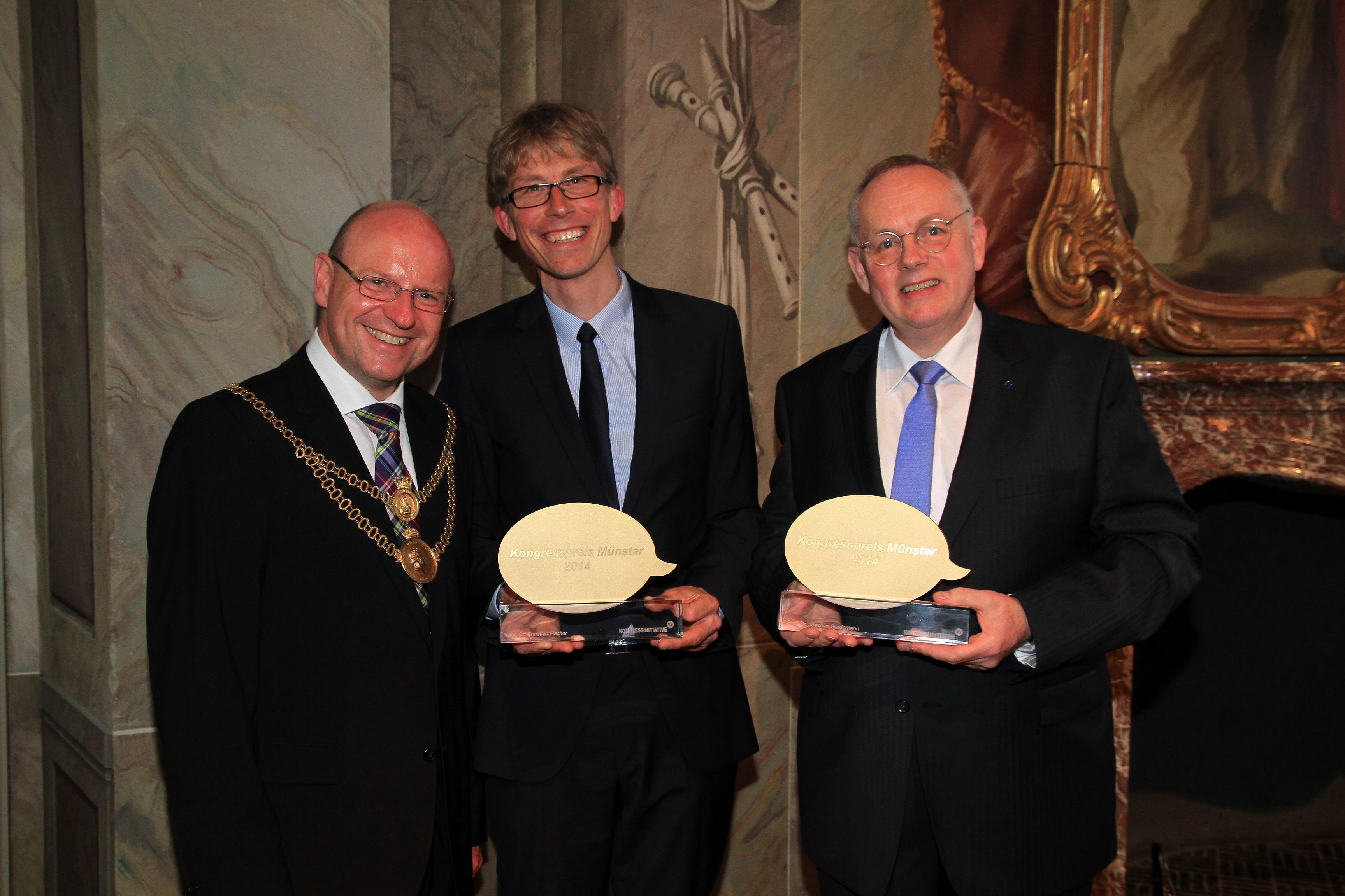 Oberbürgermeister Markus Lewe mit Prof. Dr. Christian Fischer und Prof. Dr. Joachim Gardemann (v.l.n.r.)
