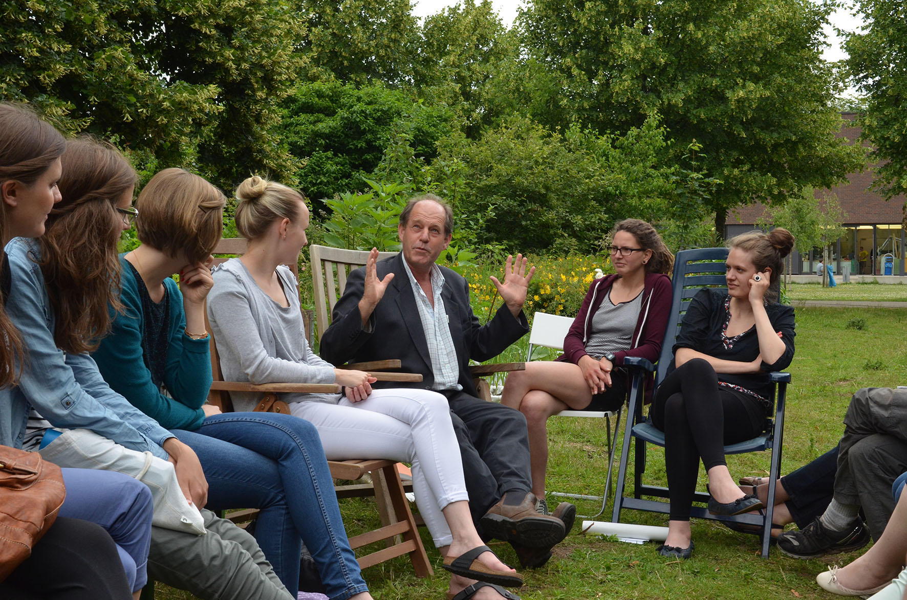 Gastdozent aus Südafrika besuchte Campusgarten