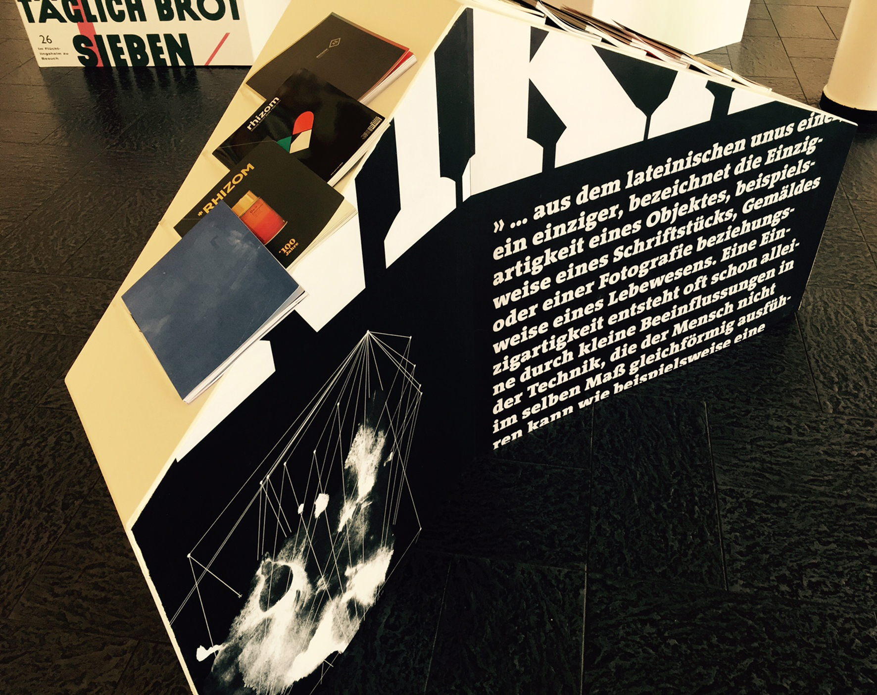 der Rhizom auf der Ausstellung