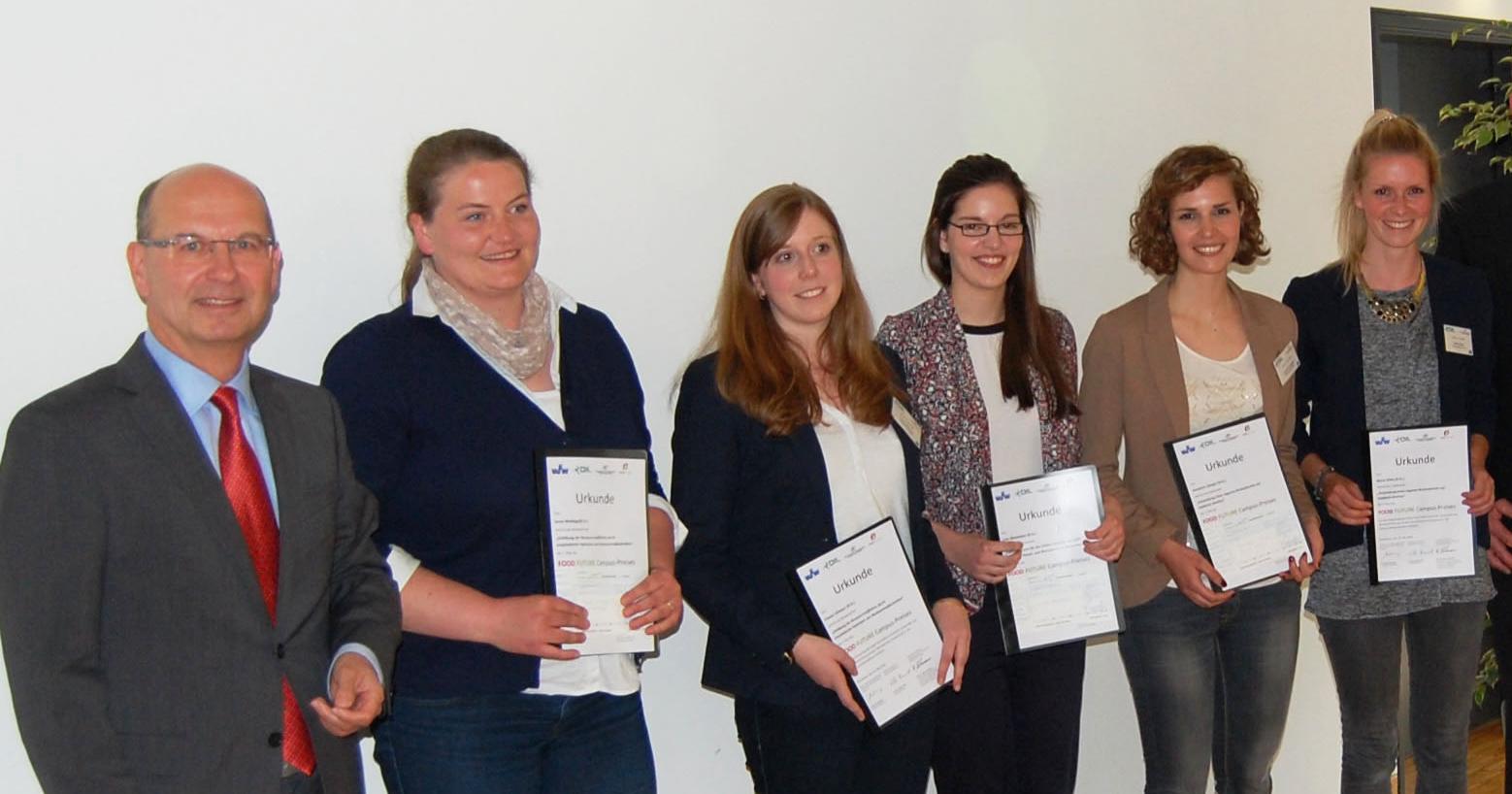 Die FH-Studentinnen Maria Kilian und Evamarie Stengel haben an der Hochschule Osnabrück eine Auszeichnung entgegengenommen.