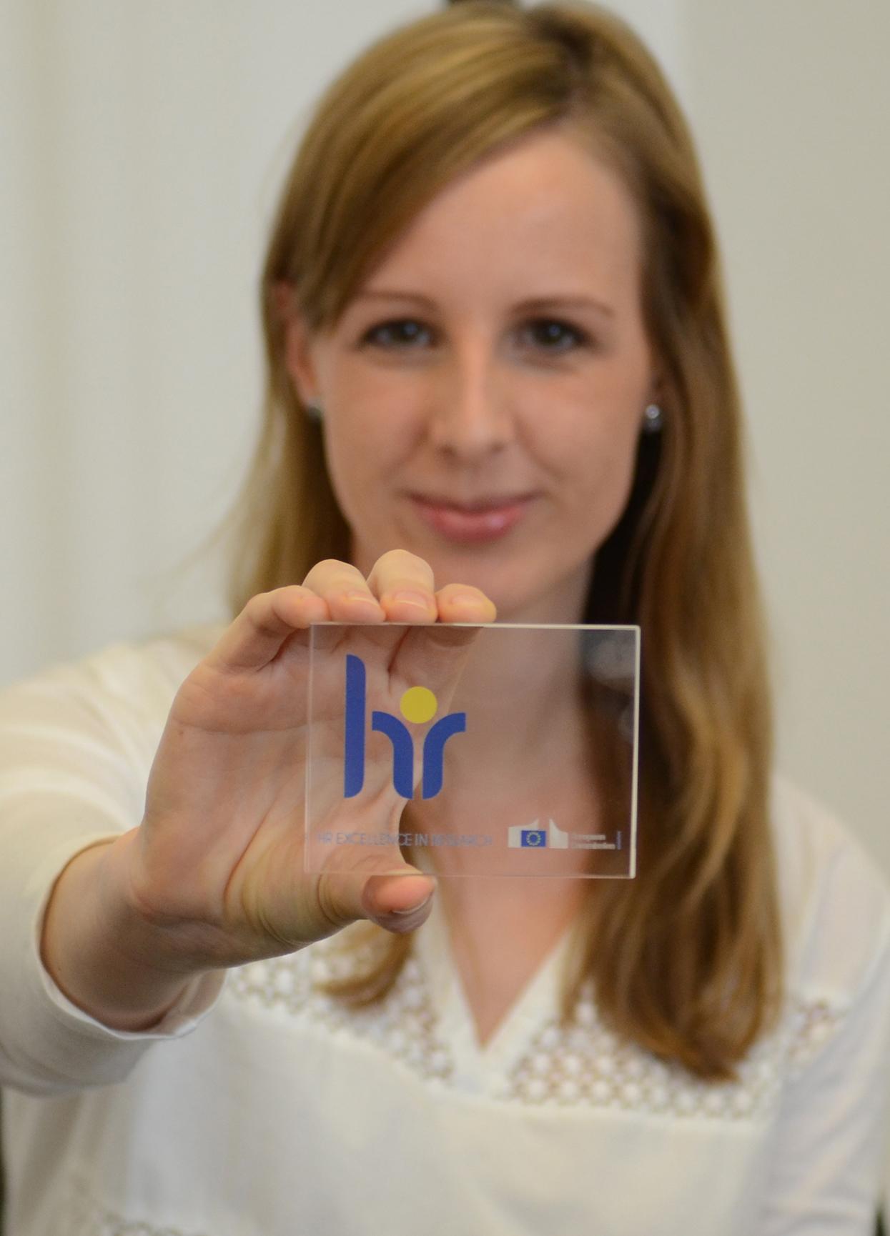 """Ina Bauhaus mit dem """"HR Excellence in Research""""-Siegel"""