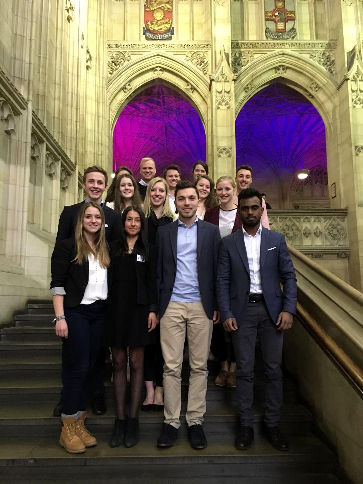 Die EBP-Studierenden aus Münster in der Portsmouth Business School in England. (Foto: FH privat)