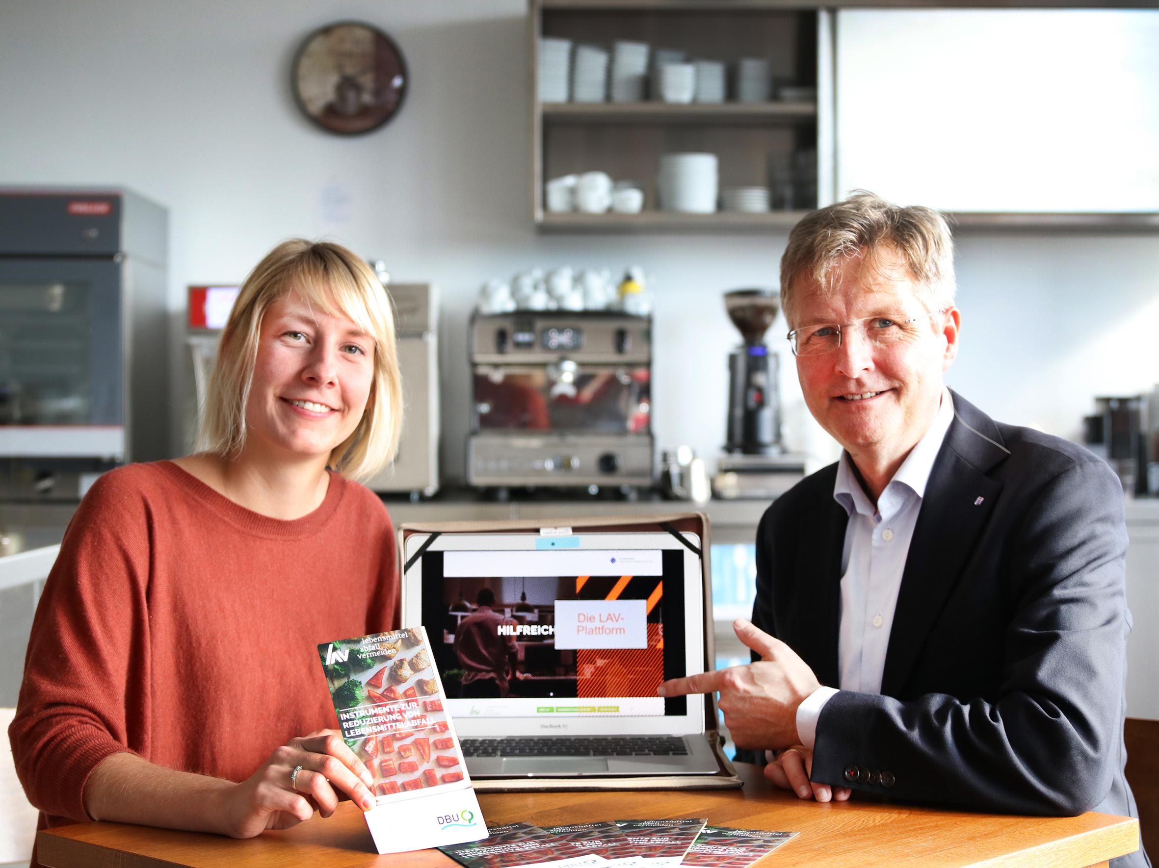 Linda Niepagenkemper und Prof. Dr. Guido Ritter