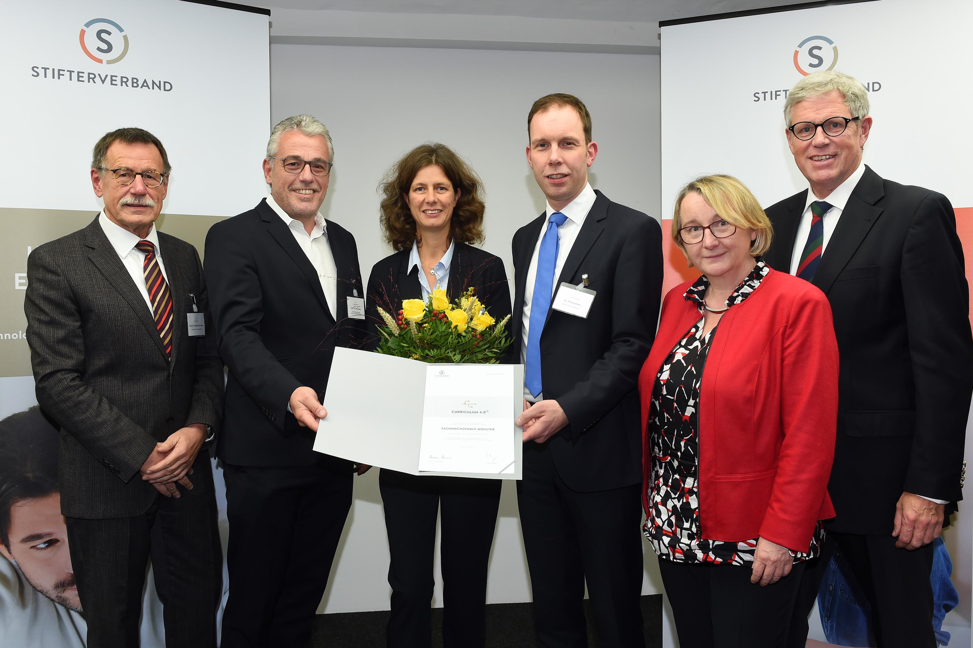 Gruppenfoto Auszeichnung Agiles Curriculum