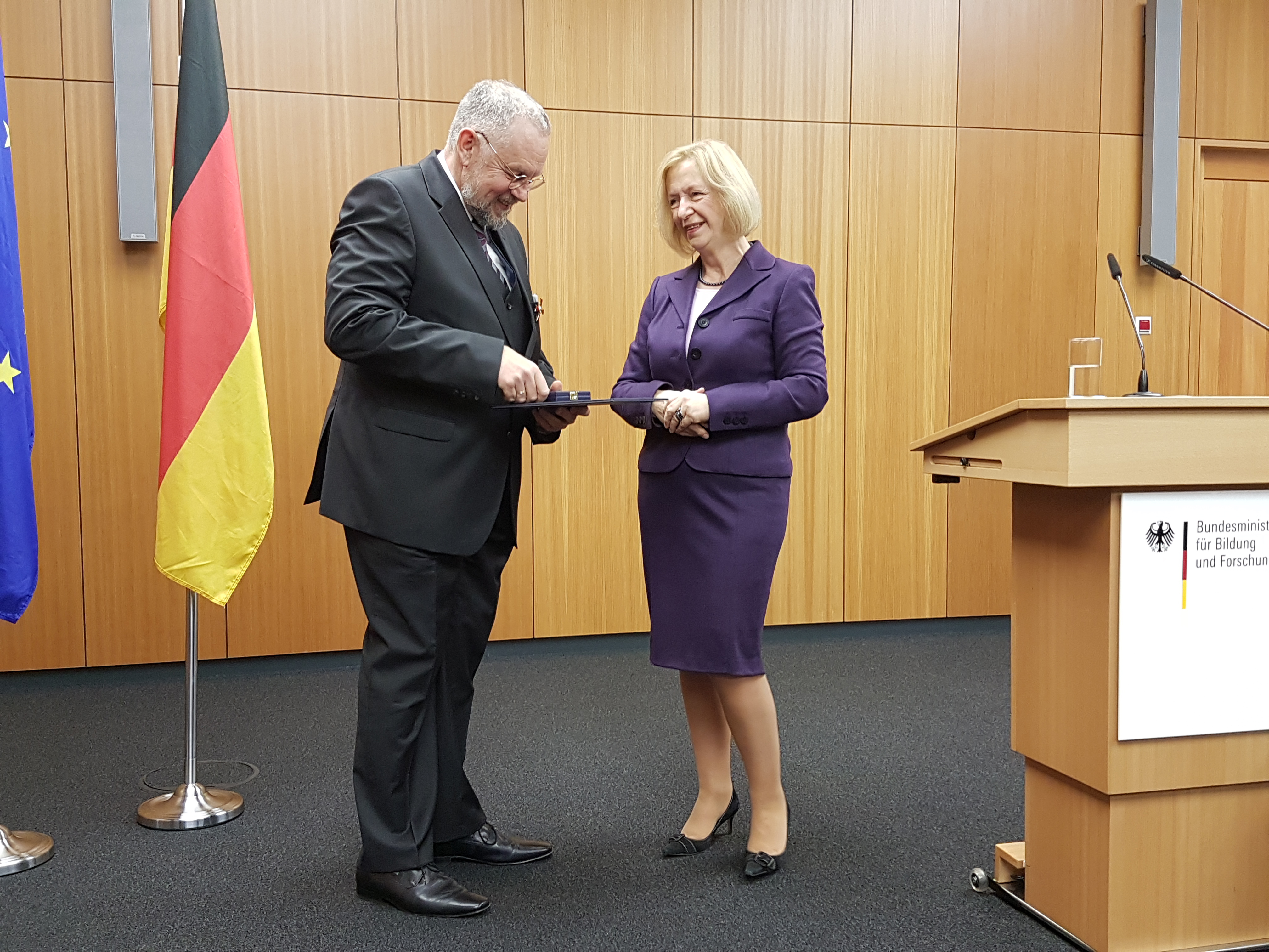 Bundesbildungsministerin Johanna Wanka und Prof. Dr. Joachim Gardemann
