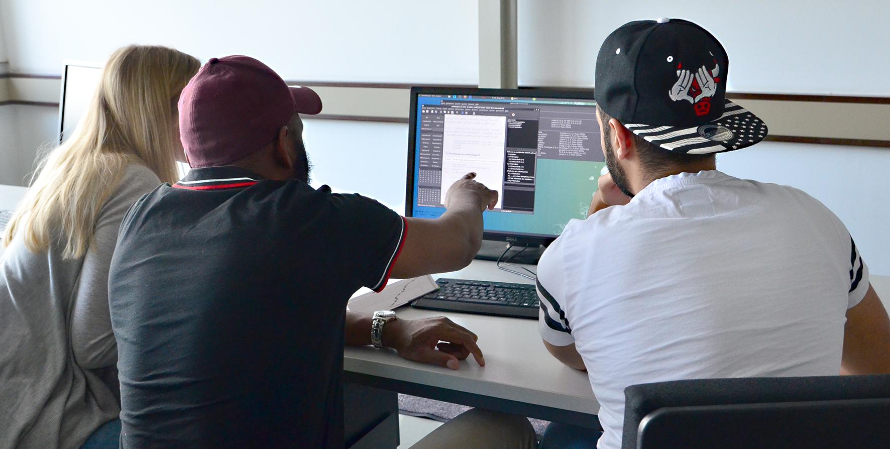 Studierende am PC