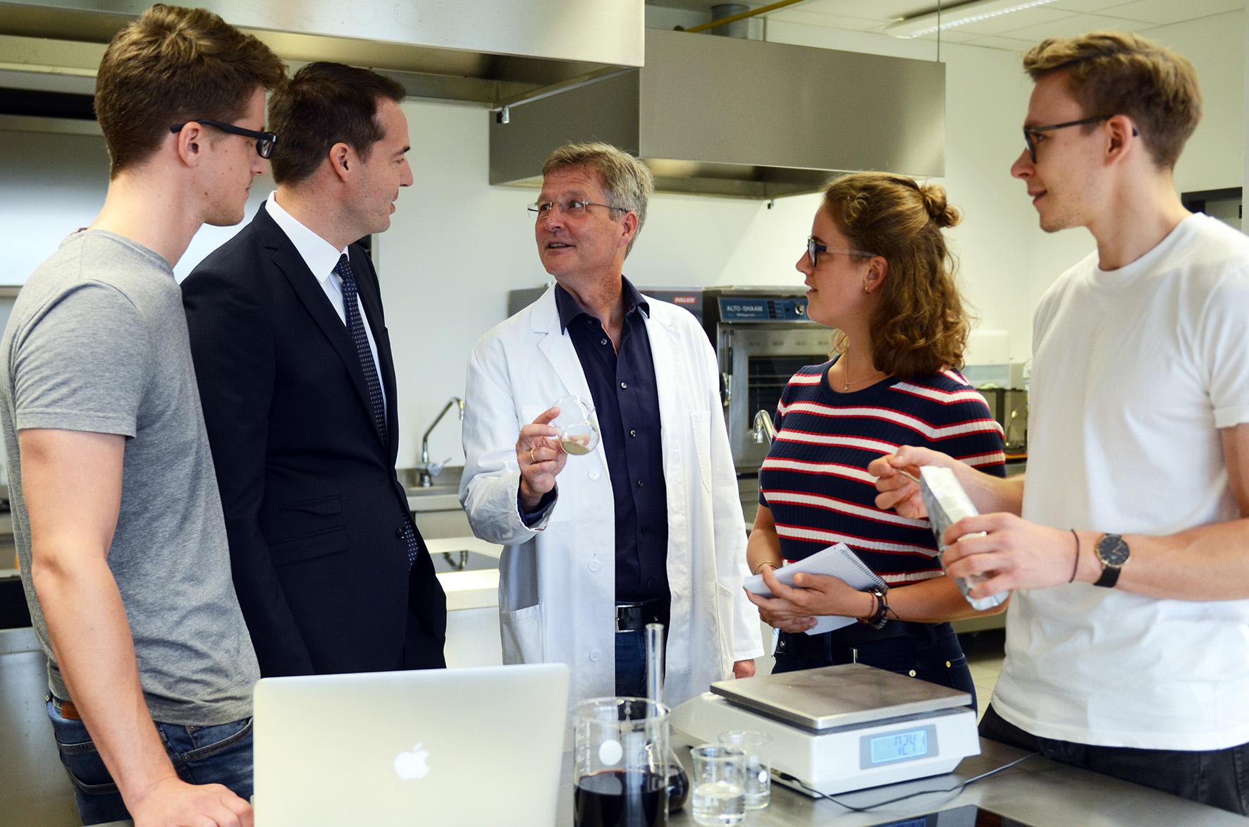 Gruppenfoto Stipendiaten mit Carsten Schröder, Guido Ritter