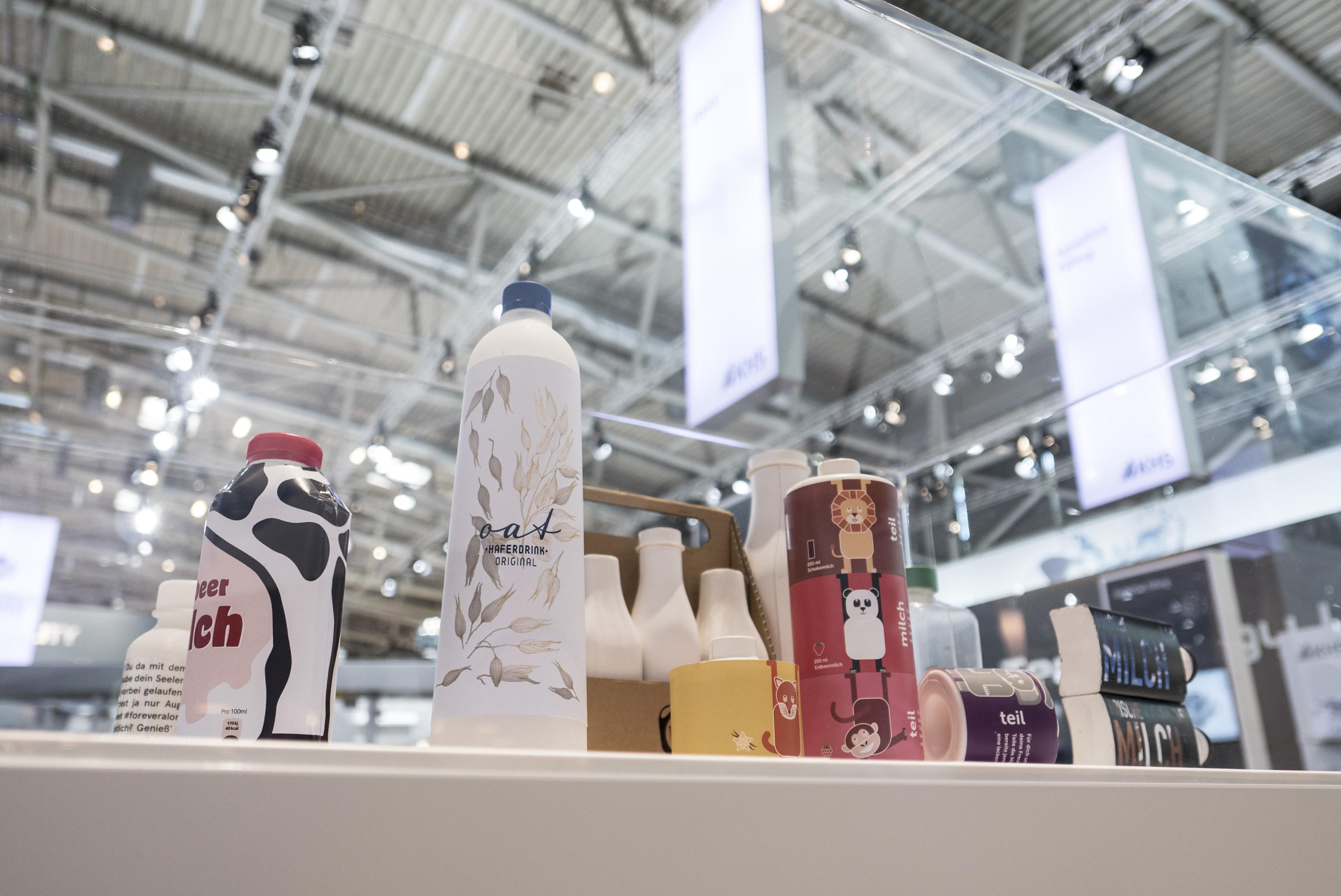Drei Milchflaschenentwürfe auf der Messe