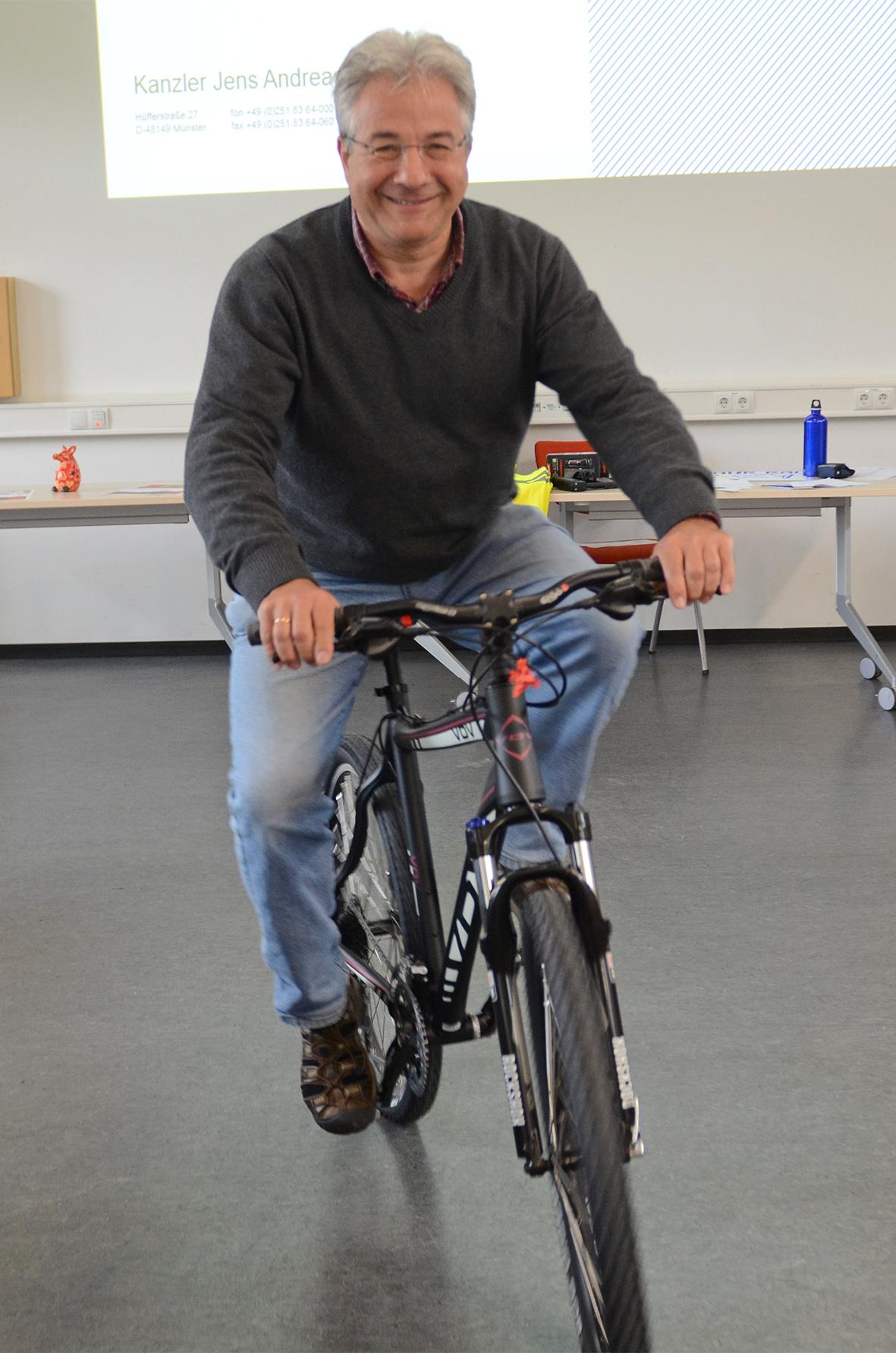 Matthias Kroner auf Fahrrad