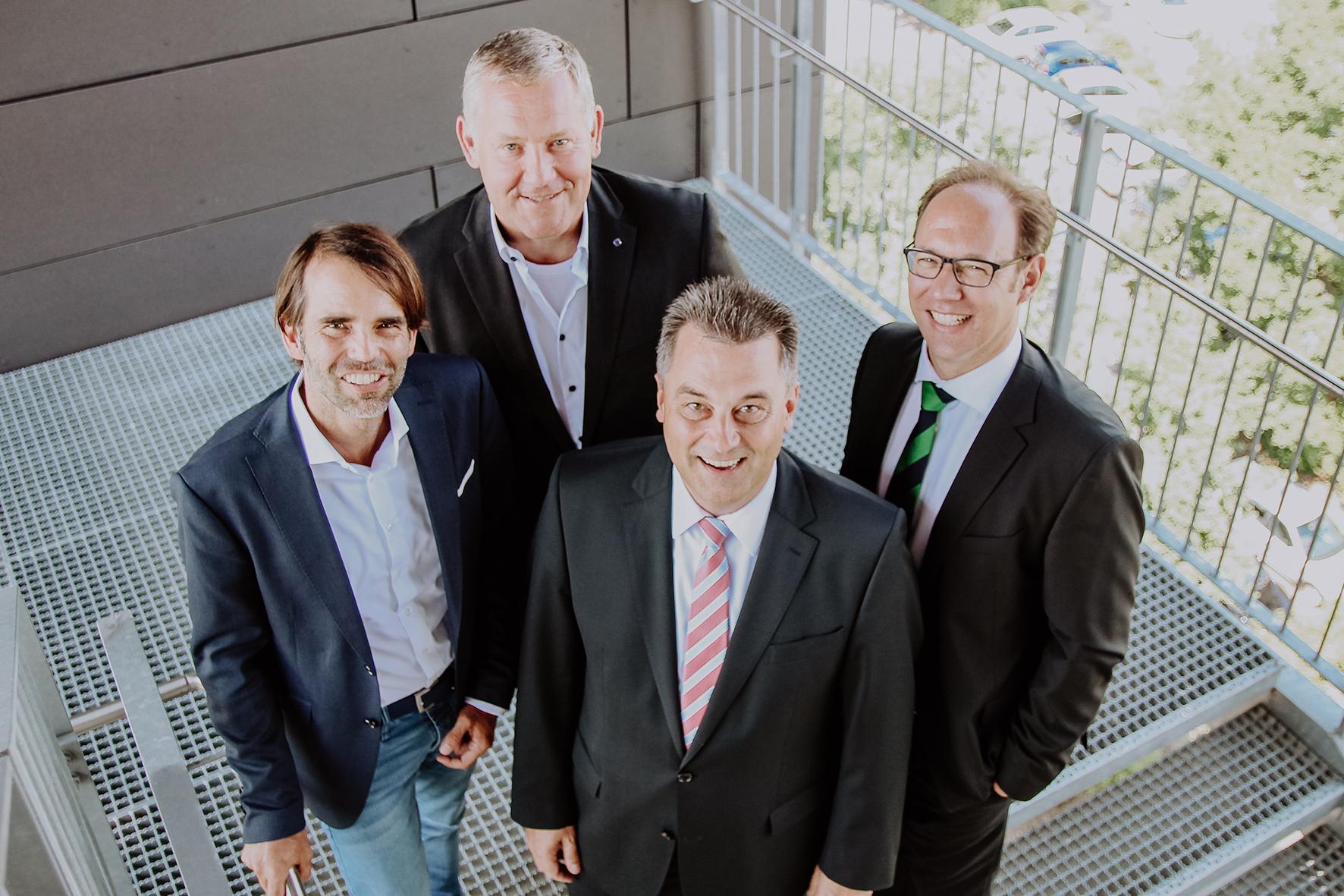 Gruppenfoto der vier Vorstandsmitglieder des Instituts für Prozessmanagement und Digitale Transformation
