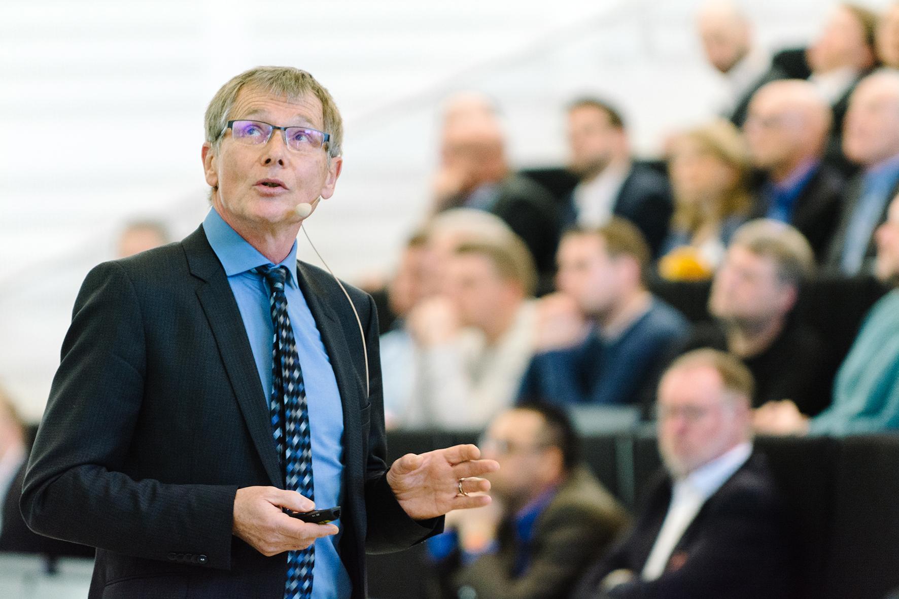 Roland Priller bei seinem Vortrag