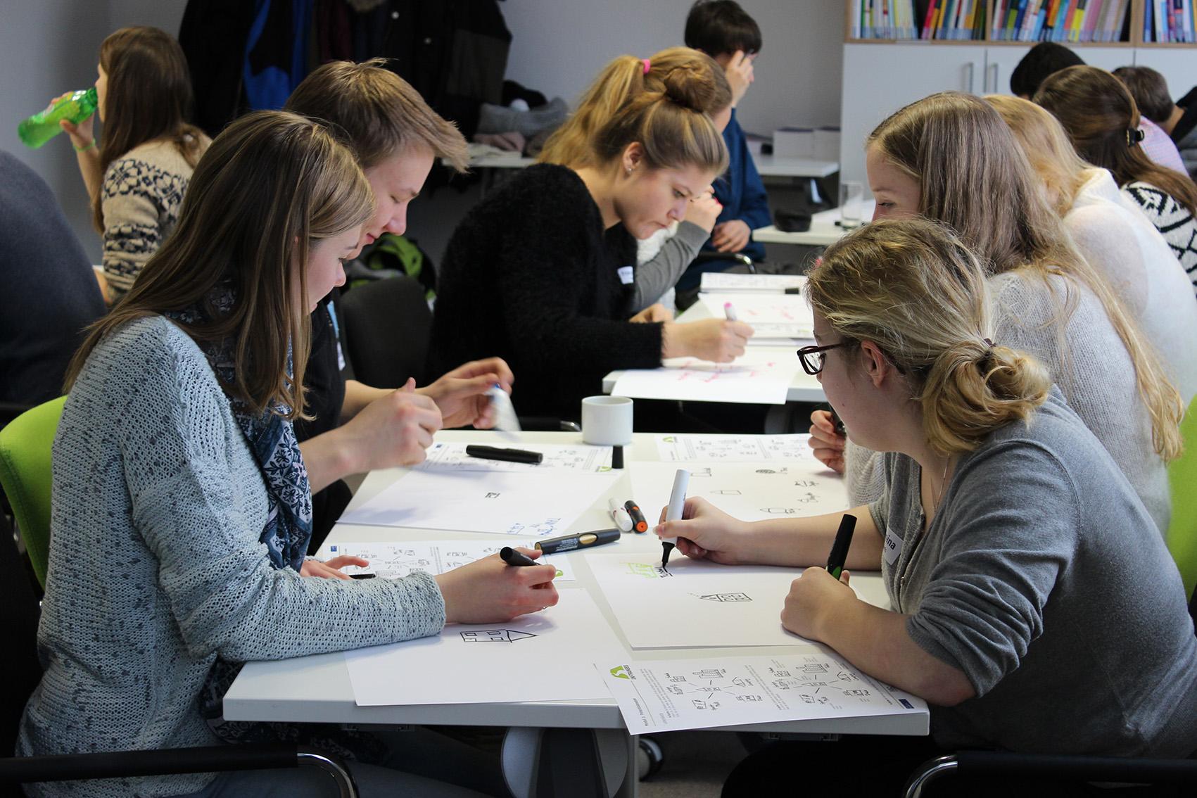 Schülergruppe im Workshop