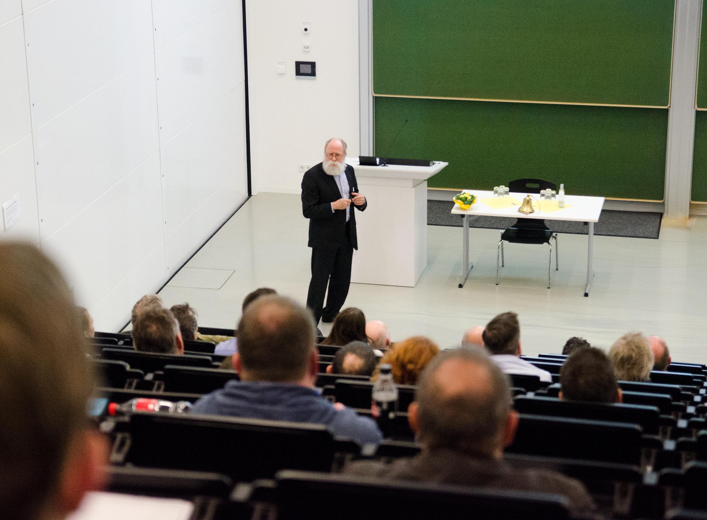 Dr. Alex von Bohlen