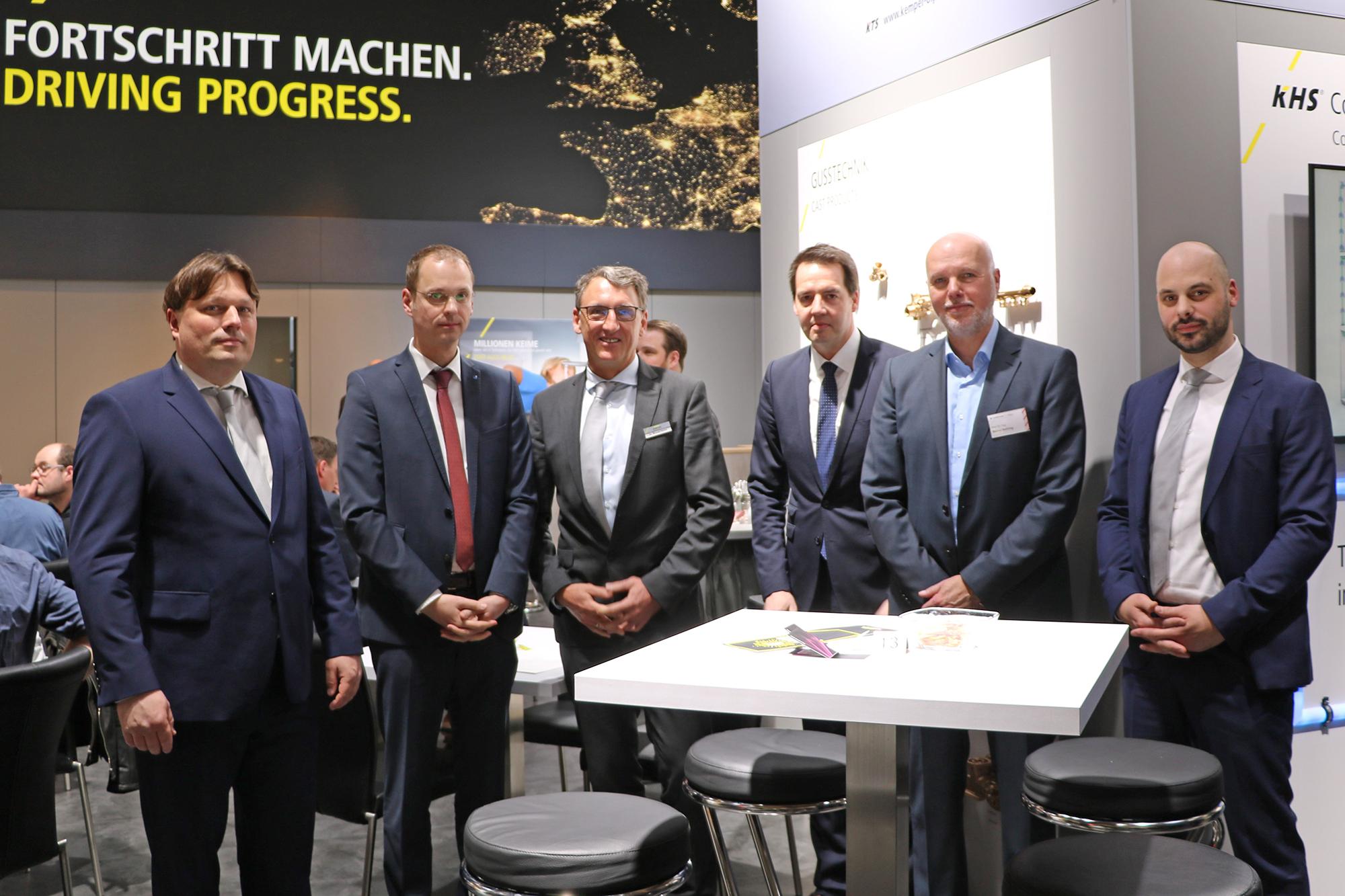 Kooperationspartner auf der ISH Frankfurter nach Vertragsunterzeichnung
