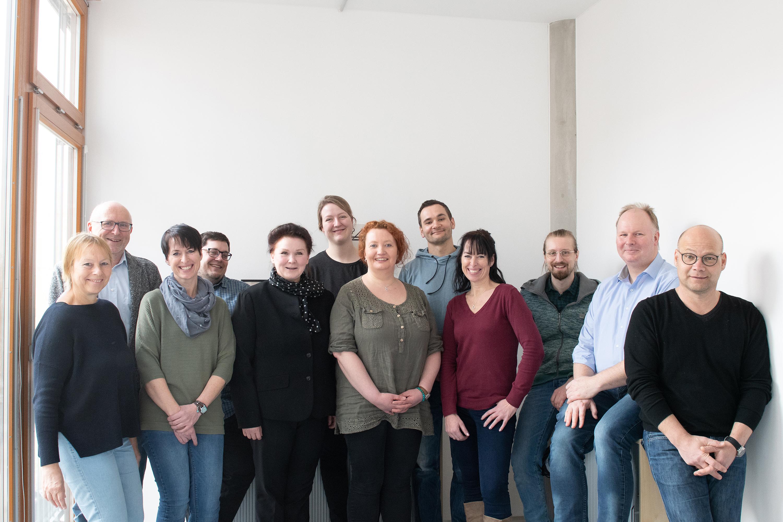 Gruppenbild mit Studierenden und Vertretern von FH Münster und St. Rochus-Hospital.
