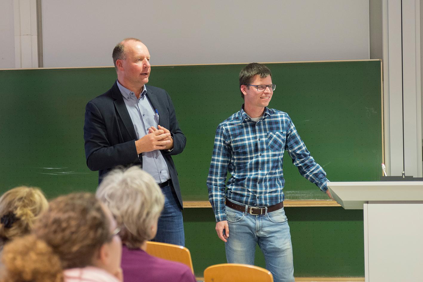 Prof. Dr. Thomas Jüstel und Max Volhard