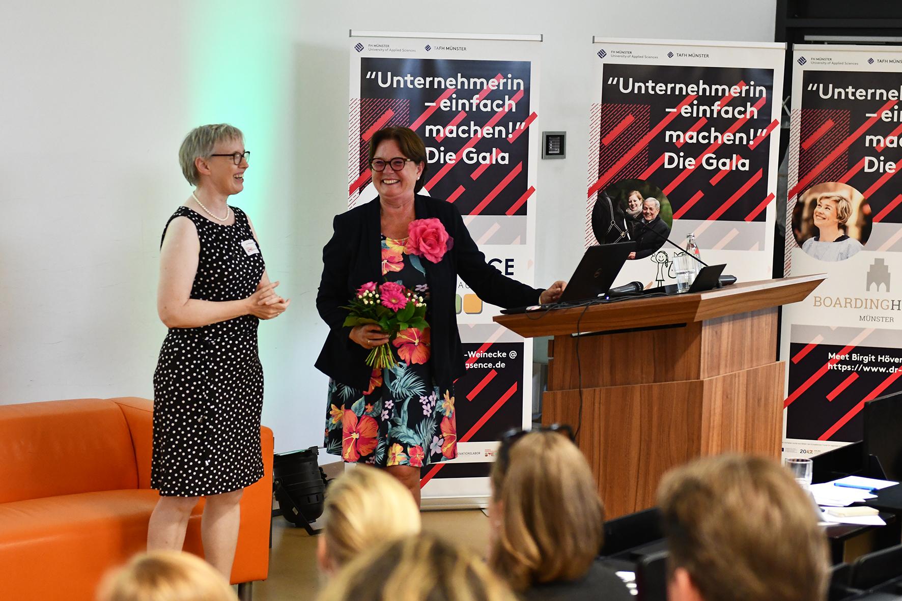 Friederike von Hagen (r.) mit Dr. Birgit Hagenhoff
