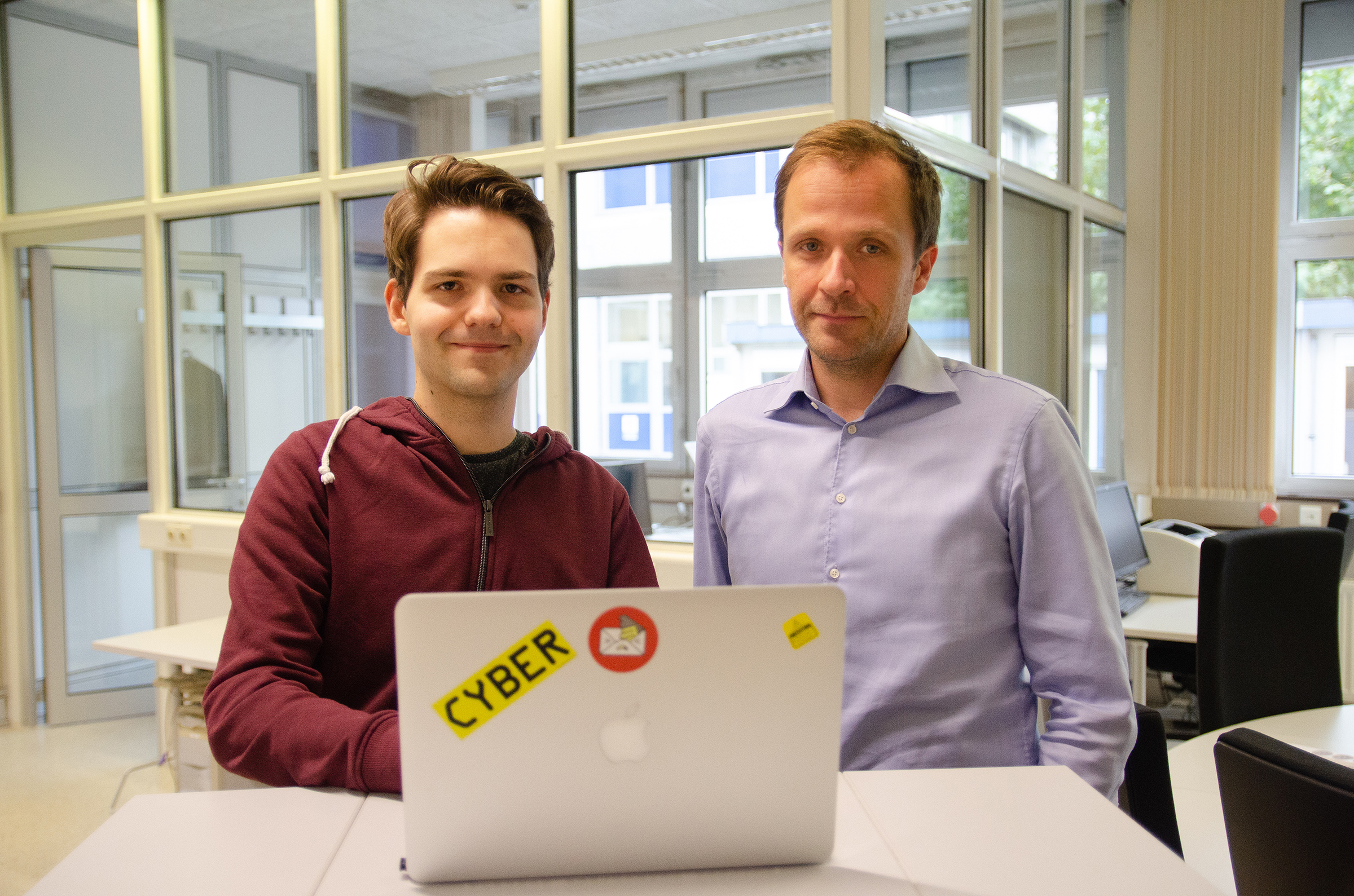 Fabian Ising (l.) und Prof. Dr. Sebastian Schinze