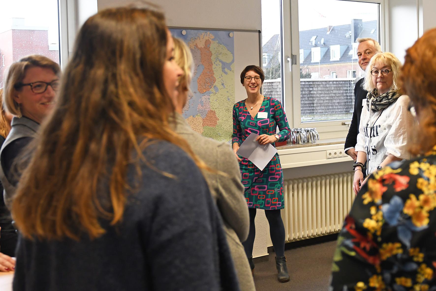 Prof. Dr. Annika Boentert mit Workshopteilnehmerinnen und -teilnehmern