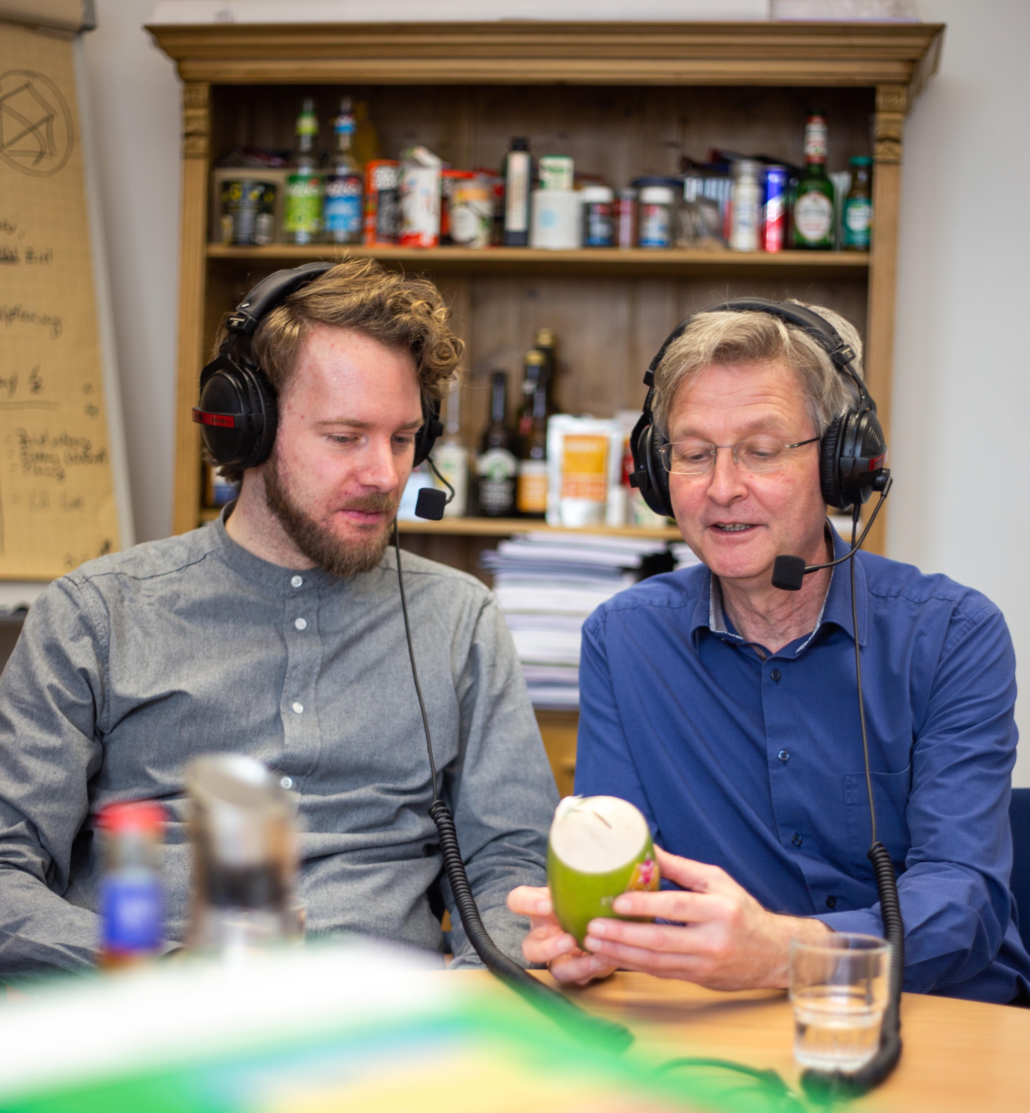 """Wieland Buschmann und Prof. Guido Ritter von der FH Münster machen den Podcast """"Klausurrelevant!""""."""
