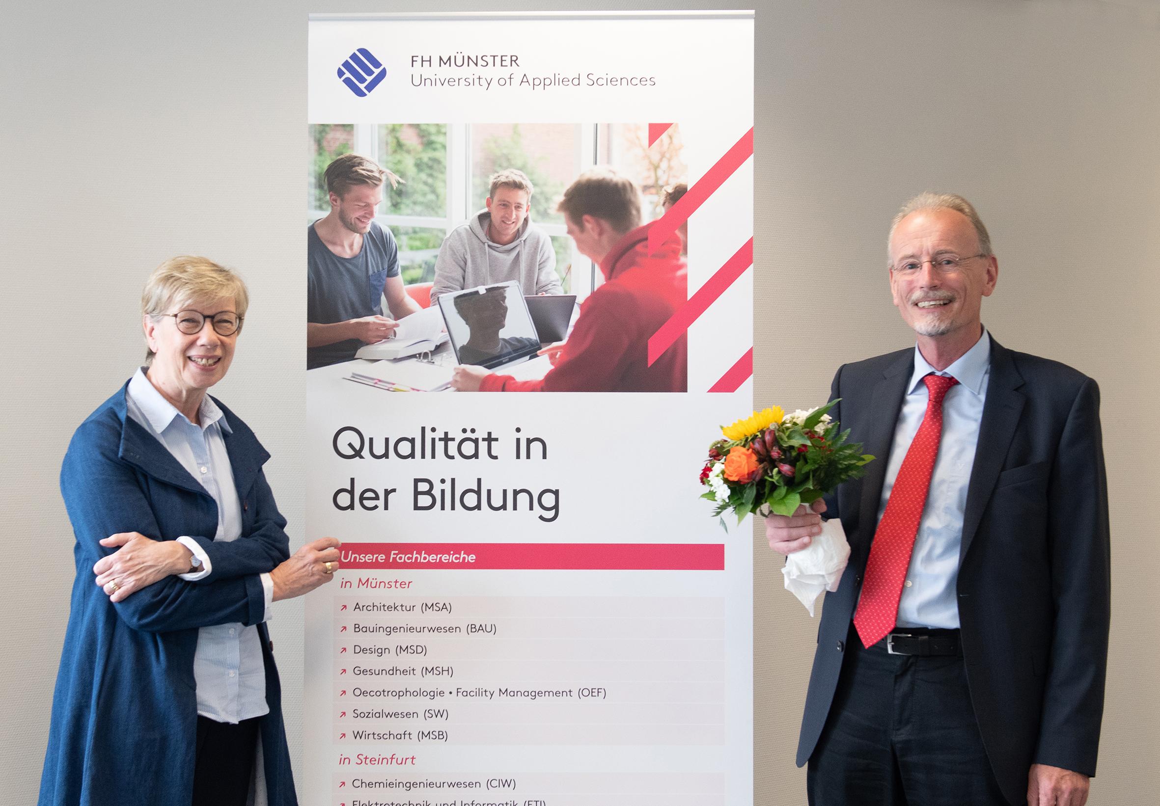 Prof. Dr.-Ing. Peter Baumann und FH-Präsidentin Prof. Dr. Ute von Lojewski