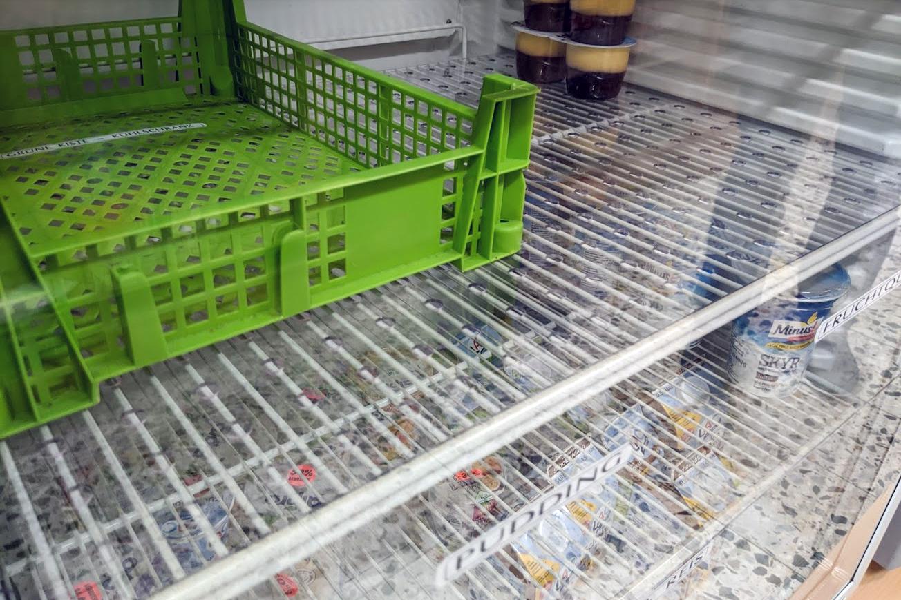 Neue Kunststoffplatten auf alten Gitterböden
