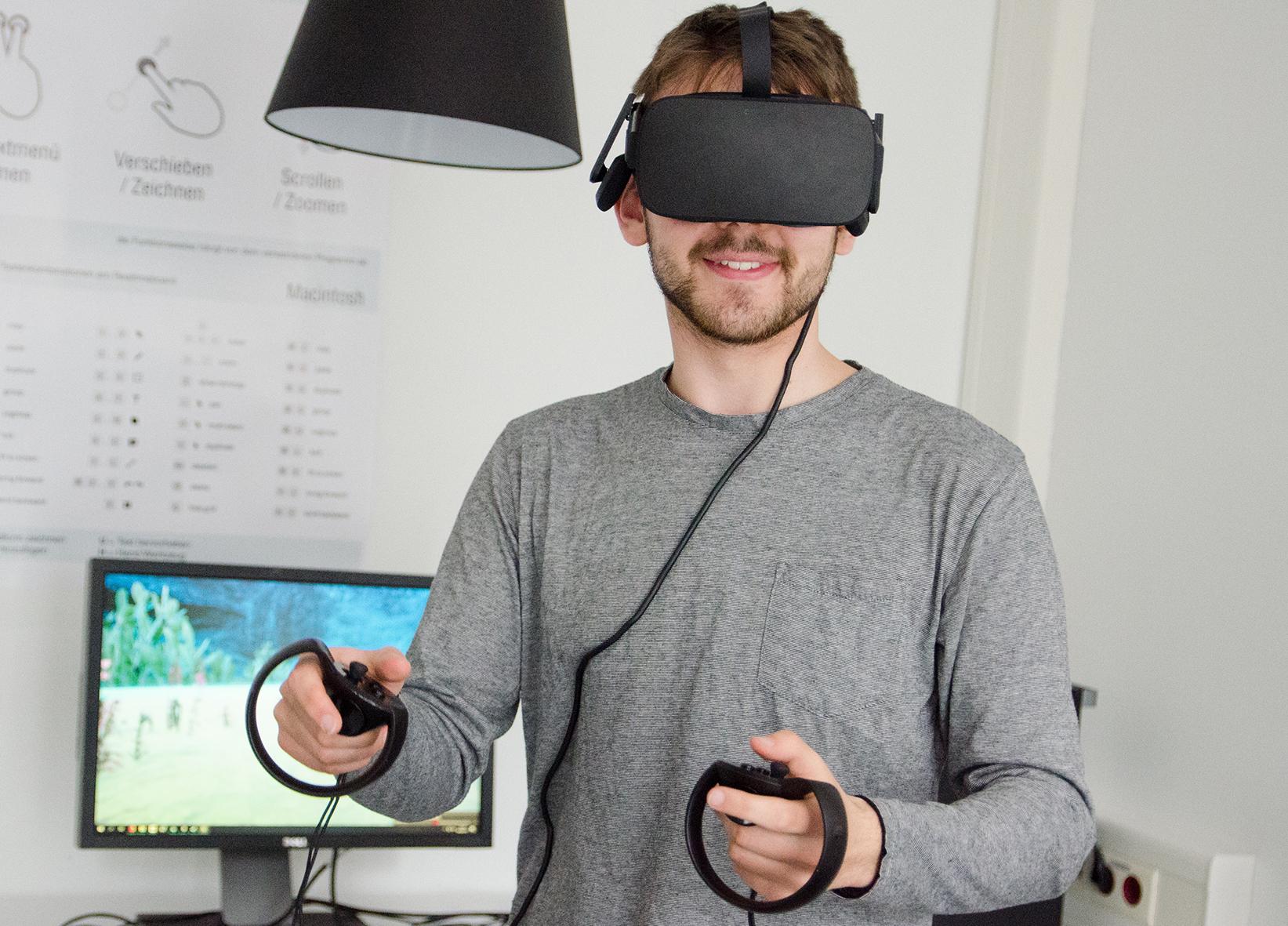 Student mit VR-Brille