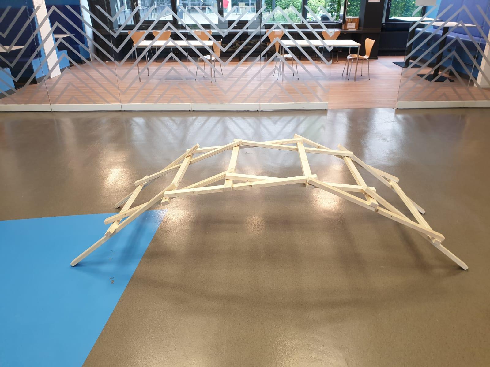 Eine Leonardo-Brücke konstruieren, das können interessierte Kinder am Samstag (10.7) beim Mitmachprogramm der FH Münster. (Foto: FH Münster/Fachbereich Bauingenieurwesen)